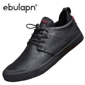 Image 1 - Zapatos mocasín informales de moda para hombre, zapatillas de deporte masculinas de diseño británico, transpirables con banda elástica, de cuero sintético plano