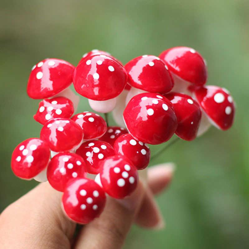 10pcs 2019 di Nuovo Modo Caldo Decorazioni Di Natale FAI DA TE Mini Fungo Rosso per Mini Vasi di Piante Leggiadramente Della Decorazione Giardino di Casa Delle Bambole @ 2