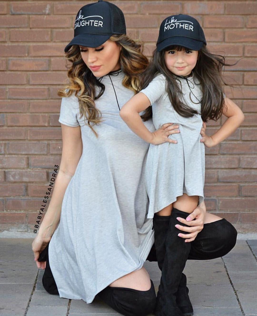 Tissu de coton femmes fille robe Parent-enfant porter des tenues robe courte mère et fille à manches courtes famille correspondant vêtements