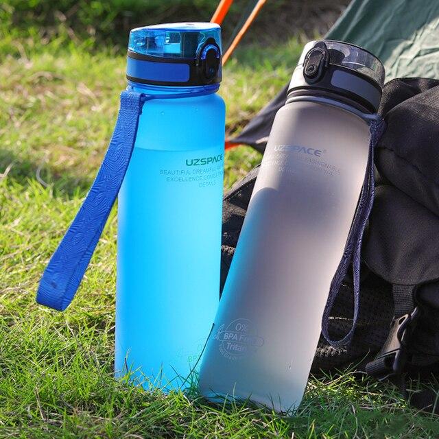 500/1000 مللي زجاجة مياه رياضية خالية من البيسفينول أ زجاجة خفق البروتين محمولة مانعة للتسرب مناسبة للسفر والرحلات زجاجة بلاستيكية للشرب
