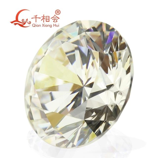 Ij желтовато белый круглый камень круглой формы с цирконием