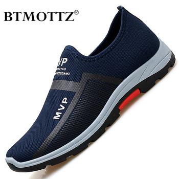 Letnie siatki męskie buty lekkie buty sportowe mężczyźni moda buty do chodzenia na co dzień oddychające Slip on męskie mokasyny Zapatillas Hombre tanie i dobre opinie BTMOTTZ Siateczka (przepuszczająca powietrze) podstawowe CN (pochodzenie) Lato Buty casualowe RUBBER Sznurowane Dobrze pasuje do rozmiaru wybierz swój normalny rozmiar