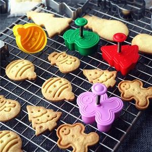 4 pçs selo molde de biscoito 3d biscoito êmbolo cortador de pastelaria decoração diy comida fondant cozimento molde ferramenta árvore natal boneco de neve