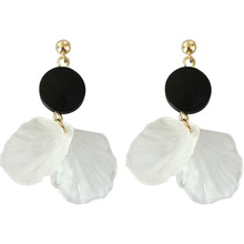 White Shell Petals Clip Earrings No Hole Round Geometric Flowers Earrings for Women