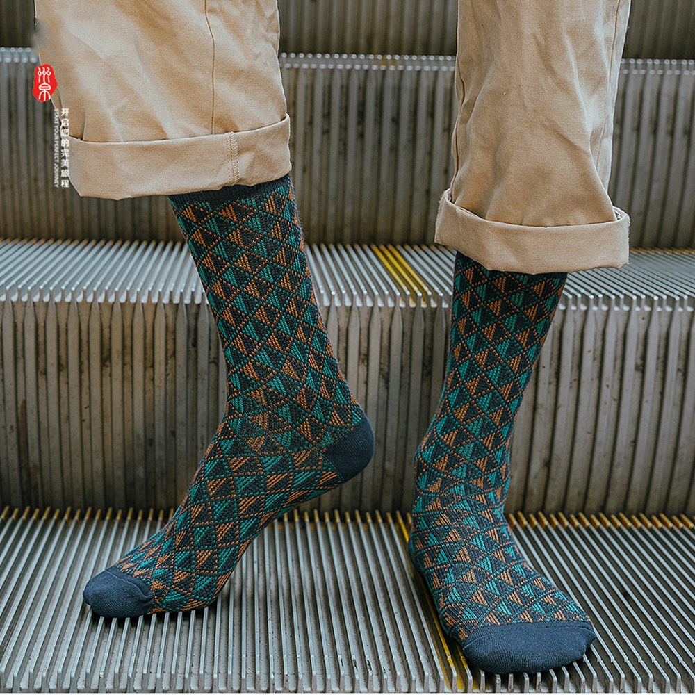 Casual Business Men's Diamond Red Color Stockings Fashion Harajuku Hip Hop Street Skateboard Trendy High Quality Cotton Socks