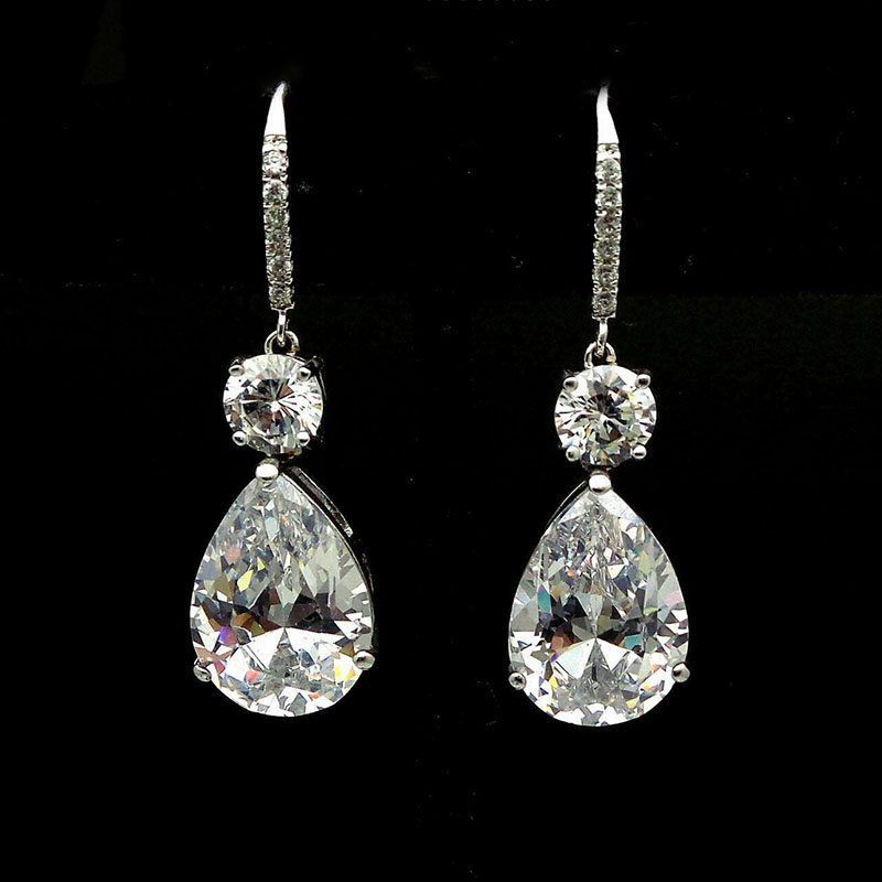 M384 white earrings