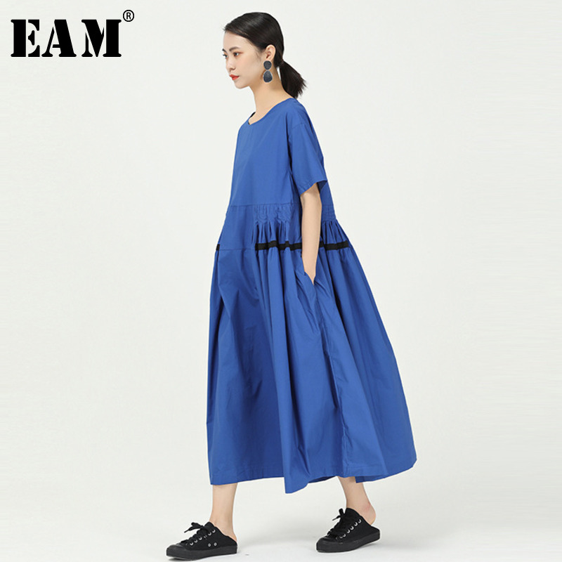 [EAM] Women Blue Striped Pleated Big Size Dress New Round Neck Half Sleeve Loose Fit Fashion Tide Spring Summer 2020 1W088
