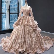 Dubai Oro di Lusso O Collo Paillettes Abiti da Sposa 2020 Maniche Lunghe Sparkle Sexy Abiti da Sposa Serena Hill HM67017 Custom Made