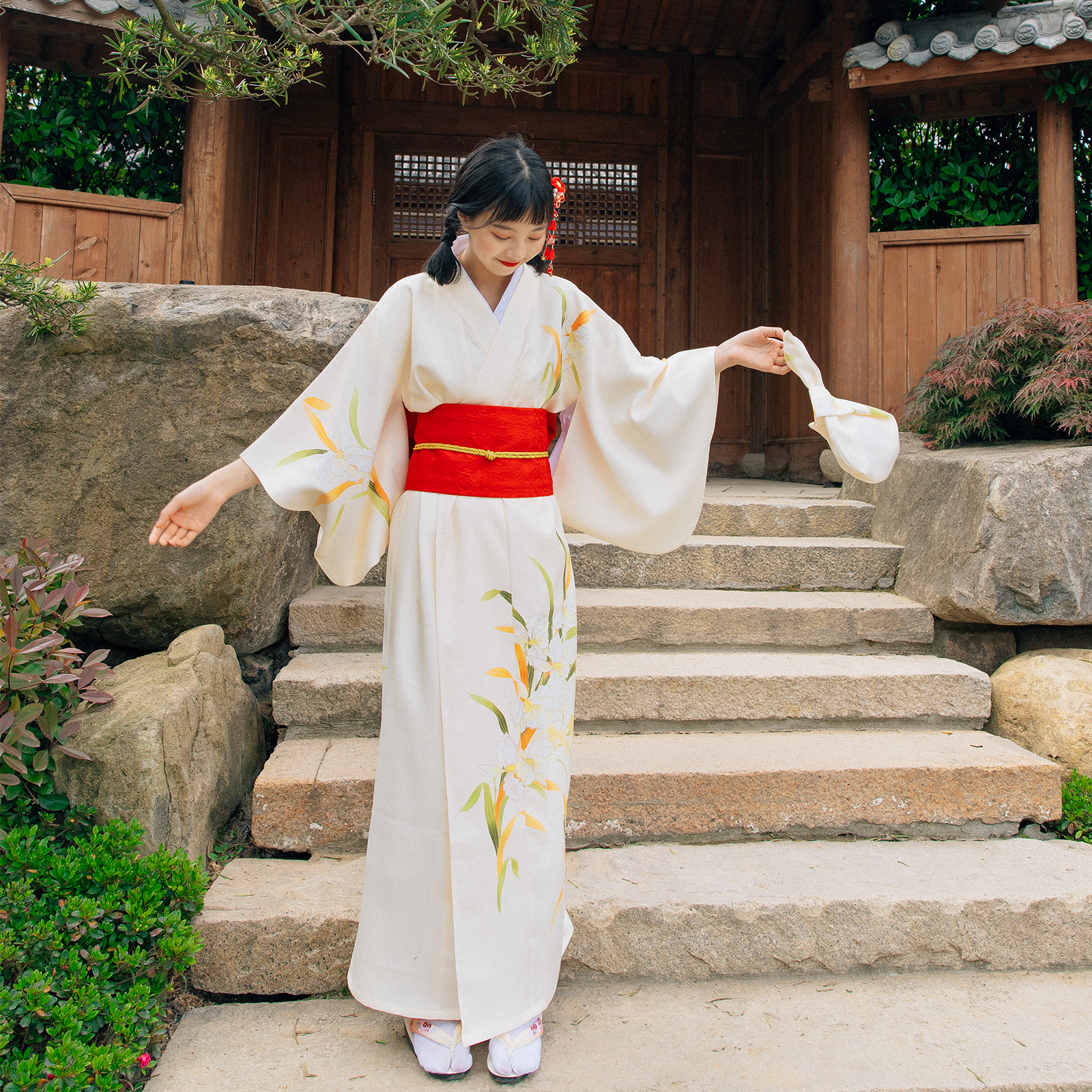 Vestido de verano con estampado de flores Color amarillo Yukata japonés tradicional Kimono para mujer Kimono de satén para hombre japonés disfraz de samurai japonés dragón chino pijamas Haori ropa asiática vestidos de noche fiesta en casa Yukata
