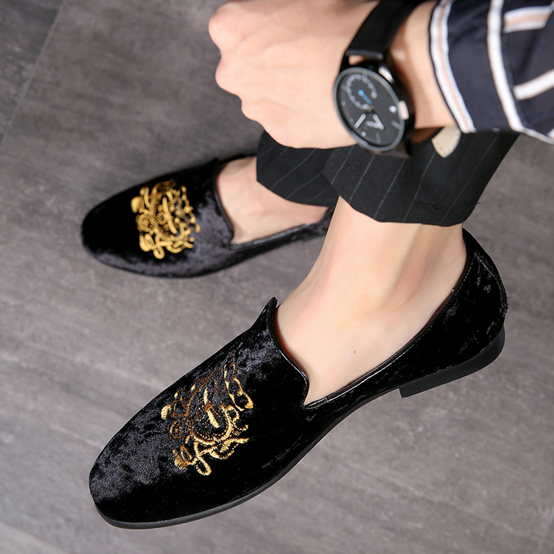 2019 Wedding Dress Shoes Casual Men Loafers New Big Size Lazy Peas shoes Embroidery Moccasins Shoes Suede Leather shoes