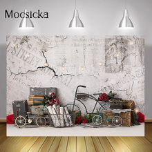 عيد الحب الأبيض الطوب جدار التصوير خلفية دراجة الورد الأحمر خلفية عيد الحب الزفاف الزفاف دش فوتوكلوس بودا