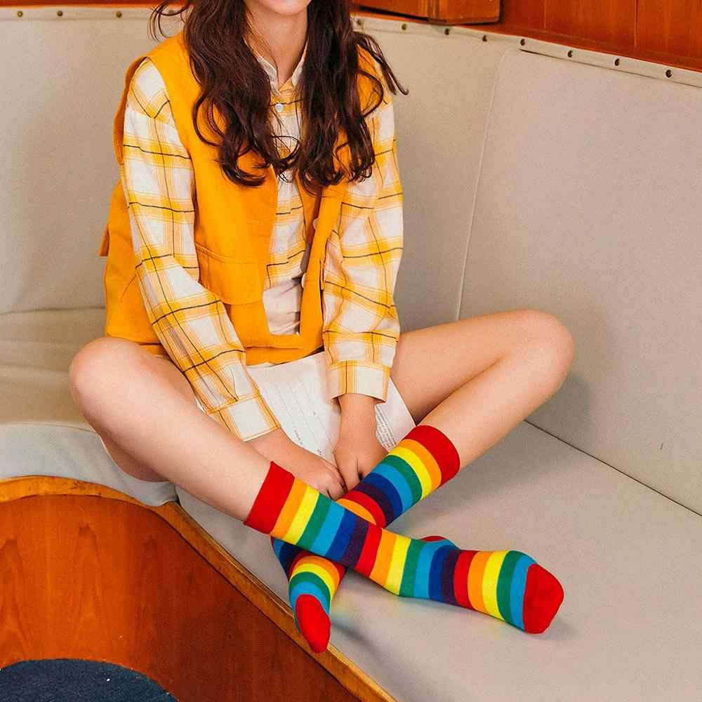 Calcetines populares para mujer moda Arco Iris rayas Soxs montón de calcetines en el tubo Casual calcetines de algodón señoras suaves medias calcetín