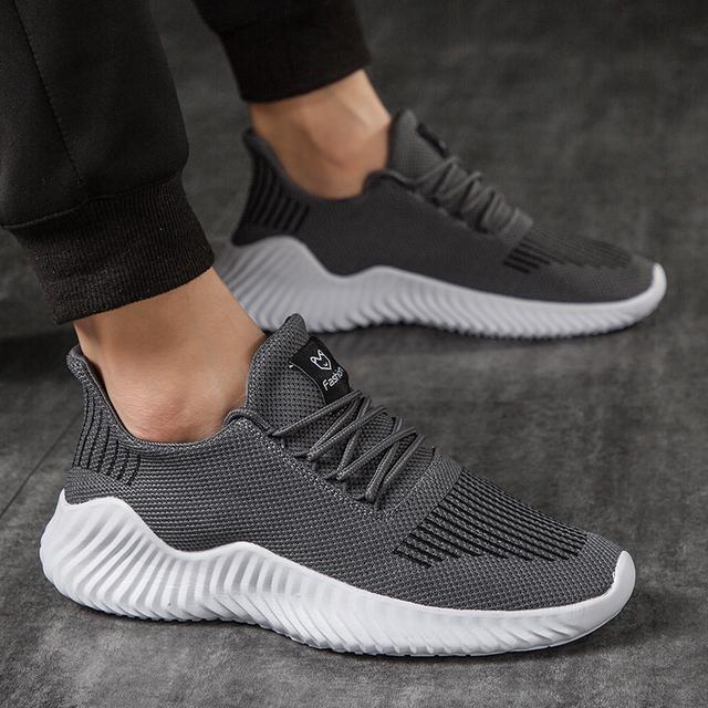 Hot Sale New Mesh Men Shoes Breathable White Men's Sneakers Lac-up Lightweight Black Walking Man Tenis Shoes Zapatillas Hombre