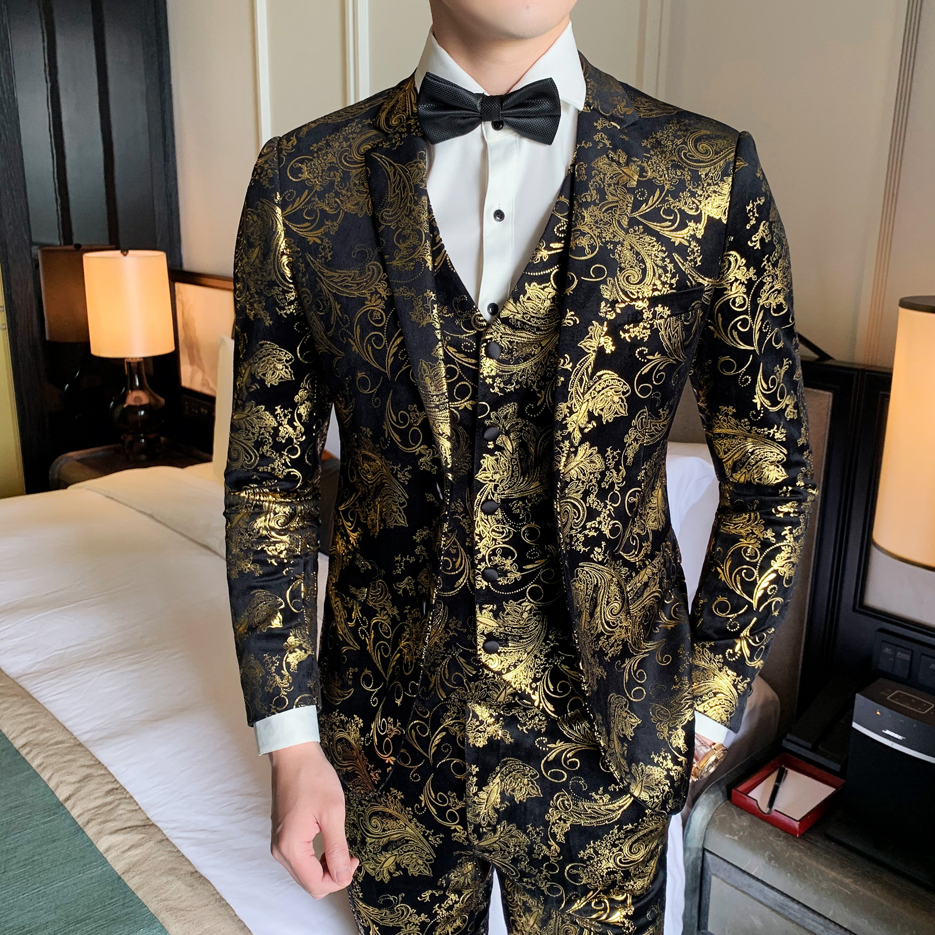 Golden Floral Pattern Slim Fit Mens Suits Blazers+Vest+Pants Fashion 3 Pieces Set Single Two Buttons Dress Suits Stage Costume