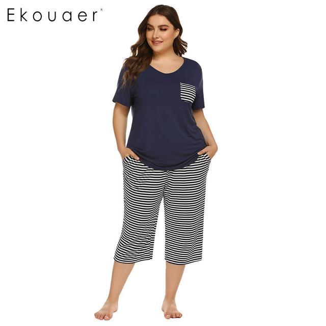 Ekouaer Mulheres Plus Size Conjuntos de Pijama Pijamas de Verão de Manga Curta Tops Listrado Capri Calças Pijama Terno Sleepwear Feminino