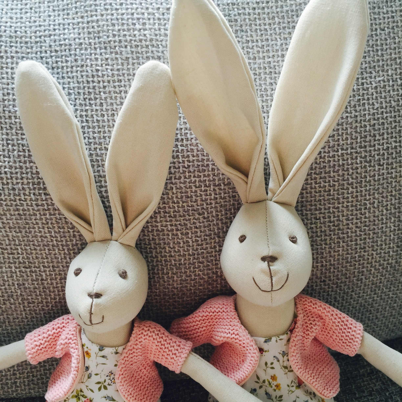 Luksusowy różowy królik dziewczyna z sukienką miękkie zabawki bawełna wysokiej jakości lalka materiałowa śliczny Handmade wypchany królik lalka pluszowe zabawki