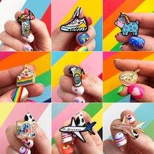 Tênis colorido de desenhos animados, bonito broche de esmalte de metal com mapa de avião para skate, sorvete, fantasia divertida, presente, joia
