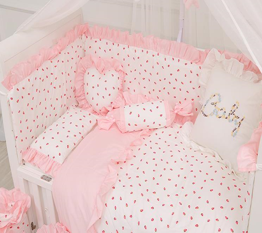 Baby Bedding Set Cotton Strawberry Pattern Infant Crib Pink Lace Pillowcase Duvet Cover Newborn Cot Bed Flat Sheet Baby Bed Set