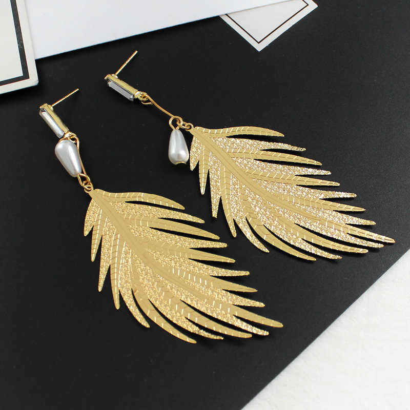 Wild ear jewelry personality pendant retro exaggerated fashion big brand alloy feather long pearl earrings