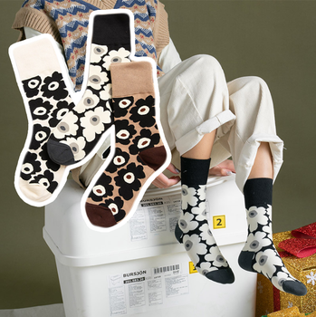 skateboard street Korean stretch cotton black and white flower ladies middle tube socks chic socks for fashion girls chic flower shape and hollow out embellished black and blue sunglasses for women