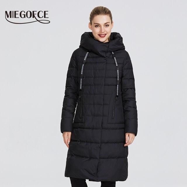MIEGOFCE 2019 Новая зимняя женская коллекция курток длина до колен ветрозащитный женская куртка со стоячим воротником и капюшоном имеет наладные карманы на молнии двойная защита от холода на молнии и на застежках
