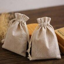 Bolsas de regalo de lino Natural, 8x11cm, 9x12cm, 10x15cm, 13x17cm, paquete de 50 bolsas con logotipo personalizado, joyería de maquillaje, bolsas con cordón de yute
