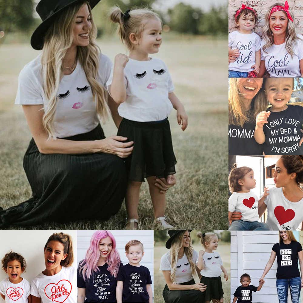 ครอบครัวBoysหญิงแม่แม่และลูกสาวครอบครัวเสื้อยืดครอบครัวดูตรงกับเสื้อยืดแม่Mom And Meเสื้อผ้า