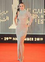 Long One Shoulder Sequin Celebrity Inspiration Dresses with Sleeves Mermaid Robe De Soiree Floor Length Formal Party Dresses