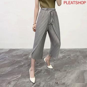 цена на 2020 Summer New Classic Miyake Pleated Women's Original Strap Design Casual Pants Nine Points Wide Leg Pants Pleat