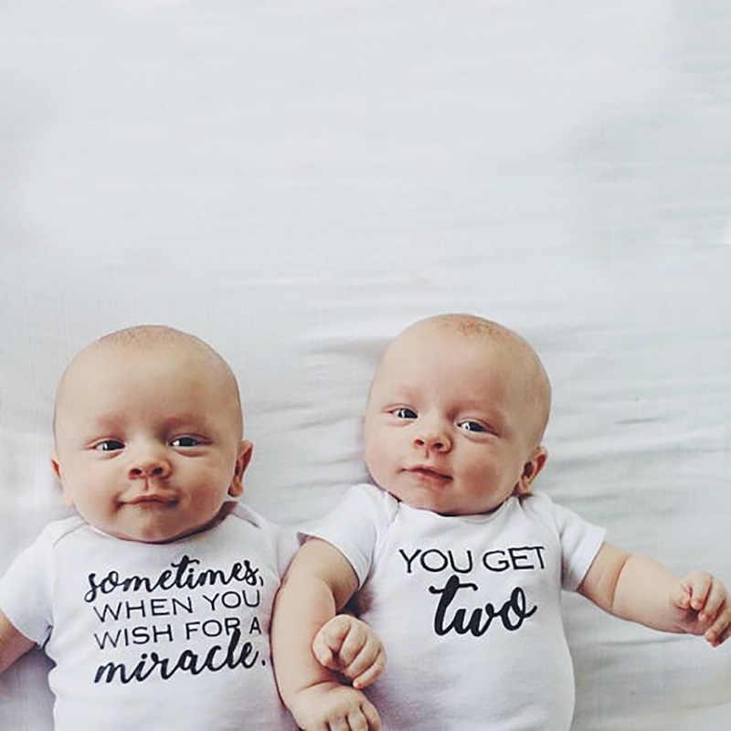 Sinh Đôi Baby Quần Áo Bodysuit Cho Bé Trắng Onesie Thần Kỳ Có Được 2 Chữ Cái In Hình Sơ Sinh Tập Đi Cho Bé Trai Bé Gái Phù Hợp Với Trang Phục Bộ