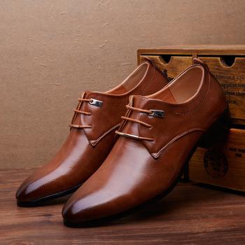 Merkmak męskie skórzane buty męskie strój biznesowy klasyczne mieszkania brązowe czarne zasznurowane szpiczaste Toe buty męskie oxfordy tanie i dobre opinie RUBBER Wiosna jesień Dla dorosłych Men s Dress Italian Leather Shoes Podstawowe Pasuje prawda na wymiar weź swój normalny rozmiar