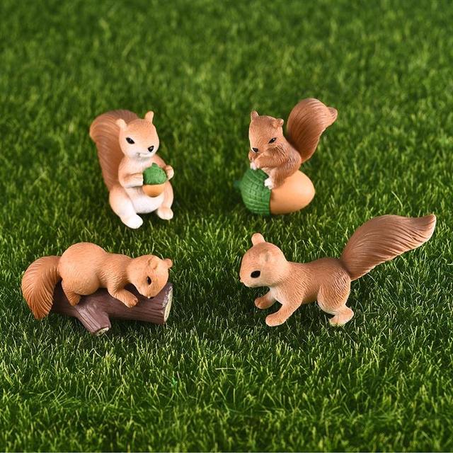 4pcs/Set Lovely Squirrel Family Model Cartoon Animal Figurine Dollhouse Cake Home Decor Miniature Fairy Garden Decoration 3