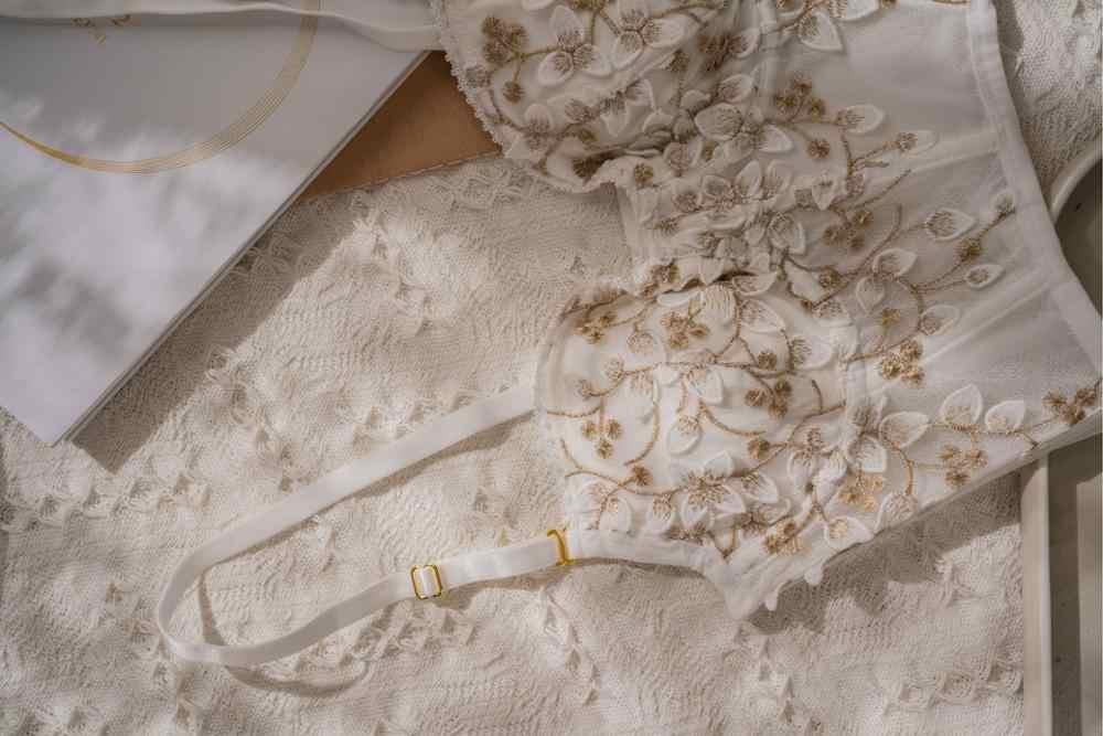 팬티와 수 놓은 레이스 란제리 철강 플라스틱 브래지어는 속옷 브래지어를 밀어 레이디 섹시한 귀여운 bralette 바지는 외부 착용을 설정합니다