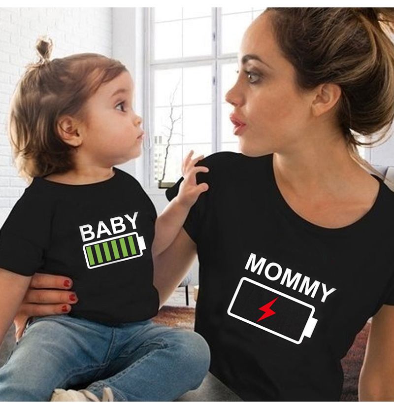 Summer Mother and Daughter Clothes Family Matching Outfits Battery Funny Black T-shirt Father Mom and Kids Clothing 1pc title=