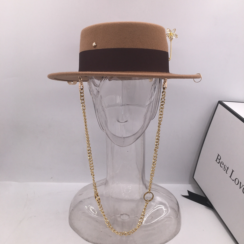 Black cap female British wool hat fashion party flat top hat chain strap and pin fedoras for woman for a street-style shooting 4