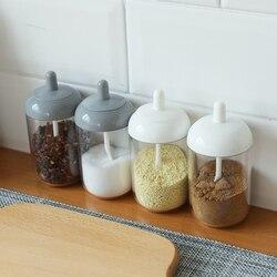2pc plastikowe słoik na przyprawy przyprawy garnki sól puszki przyprawy pojemnik do przechowywania pieprz przyprawy słoik kuchenny z łyżeczką przybory kuchenne w Cukierniczki i dzbanki na śmietanę od Dom i ogród na