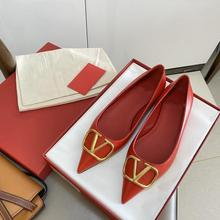 New Style Women Brand Shoes Flat Sandals with V Buckle Cow Patent Leather Rivet Women Shoes Pointed Toe Big Size 34-43 V Logo