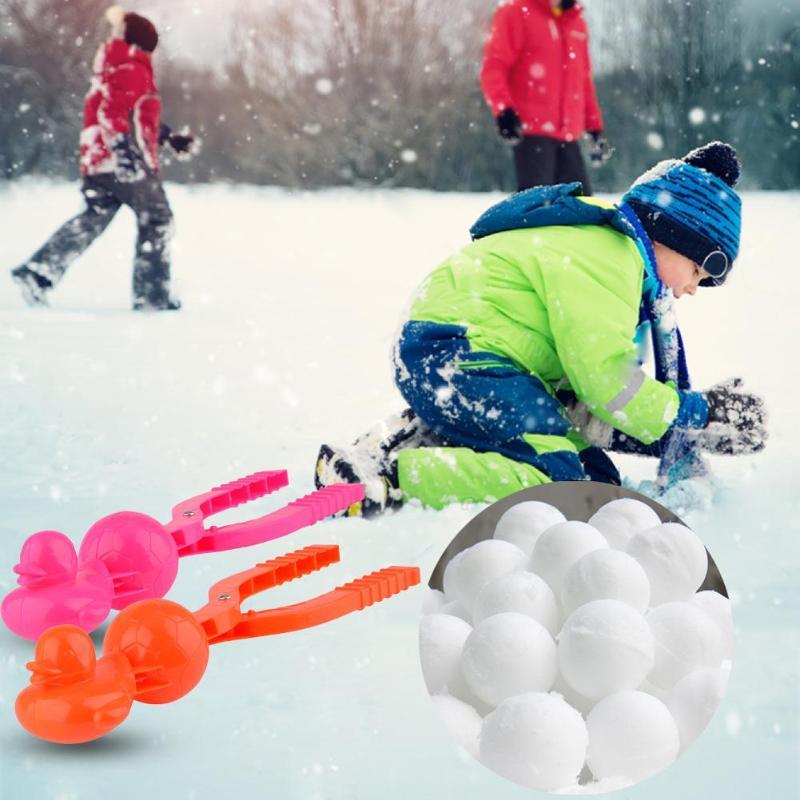 Cartoon Duck Snowball Maker Clip Kids Winter Outdoor Sports Snow Sand Mold Tool Kids Fight Sport Snow Scoop Sculpt Making Tools