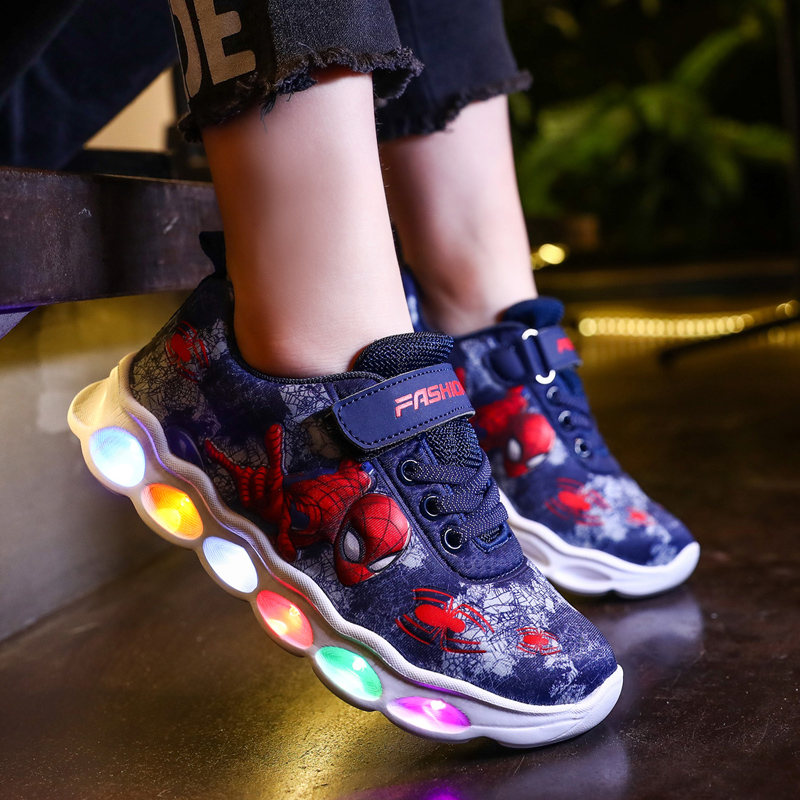 2020 Neue Kinder-Mesh-Licht Spider-Man LED-Kinderschuhe Jungen Mesh-Sportschuhe
