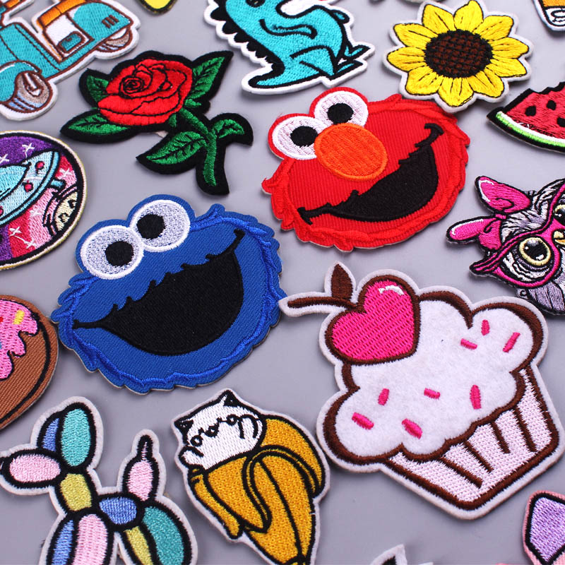 Cute Animals Dinosaur Patch Iron On Embroidered For Clothing Cartoon Anime Patches For Kid Clothes Appliques Stickers T-shirt