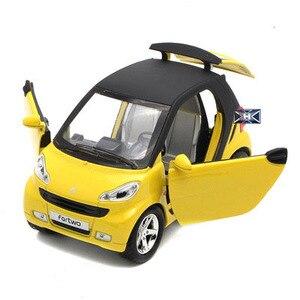 Image 3 - 1:32 skala inteligentny ładny Model odlewu samochodzik z funkcją wycofania oświetlenie do zastosowań muzycznych otwierane drzwi dla dzieci jako prezent darmowa wysyłka