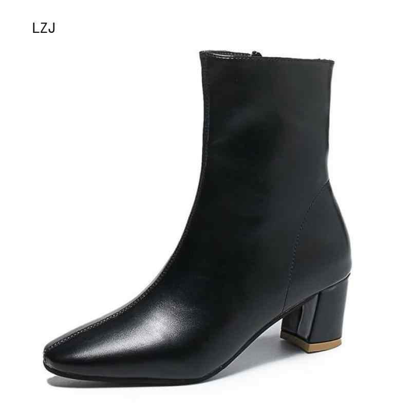 LZJ beyaz siyah kadın botları 2019 rahat kare yüksek topuk yarım çizmeler moda sivri burun fermuar çizmeler sonbahar kış bayan ayakkabıları