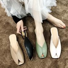 Шлепанцы женские с открытым носком кожаные сандалии на каблуке