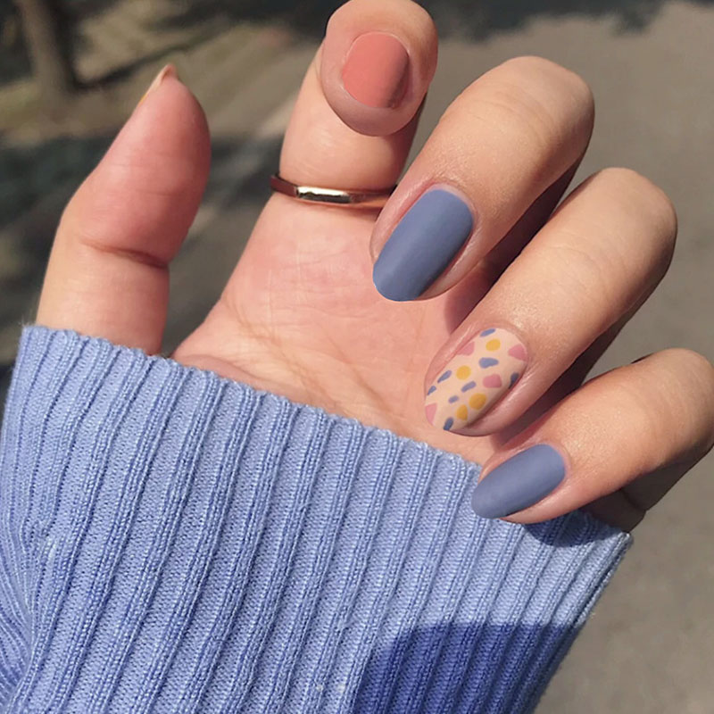 24PCS/box Fashionable Blue and Graffiti Pattern Wearable Fake Nails with glue Short oval Head Full Cover Finished Fingernails DL