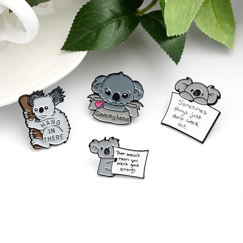 Gri Koala Bear emaye Pin karikatür hayvan komik alıntı ipuçları ahşap kağıt not broş çanta elbise takı yumuşak emaye rozetleri hediyeler