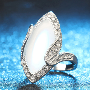 Luxury Fashion Big Oval Opal Ring Vintage Cat's-eye White Crystal Stainless steel Rings For Women jewelry Gift jz229 punk aenl(China)