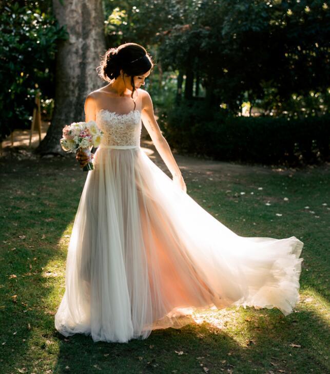Elegant Outdoor Bohemian Bridal Dress Illusion Neck Lace Appliqued A Line Flowy Tulle Rustic Garden Wedding Dresses