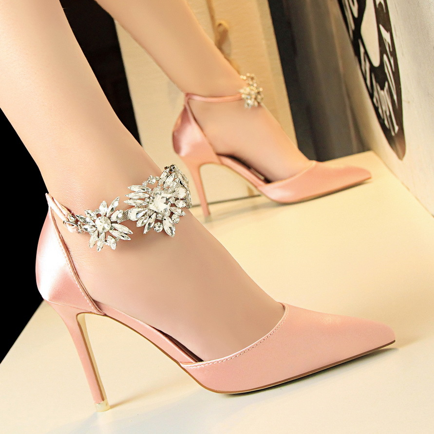 Elegant Crystal Pearl Pointed Toe Shoe 2019 New Solid Silk Shallow Women Pumps Sexy Party Shoes Fashion Women's High Heels Shoes