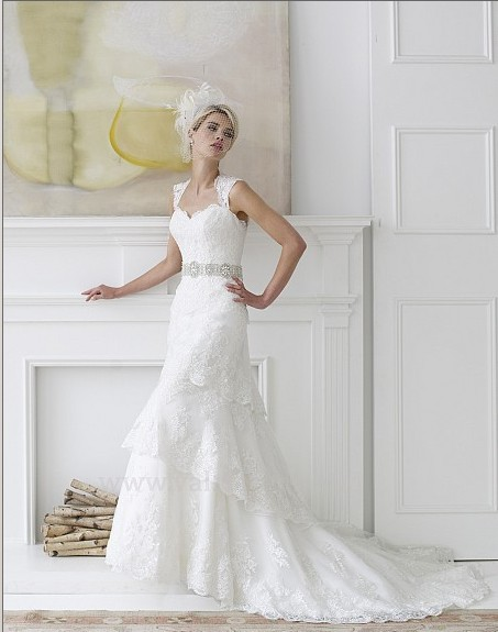 Free Shipping New Fashion 2016 Elegant Delicate Beaded Sash Vintage Finished Lace Wedding Dresses With Crystal Bridal Belt Gowns