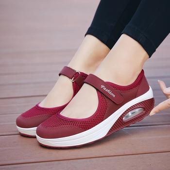 Moda kobiety buty trampki siatka jasna koszulka dla kobiet obuwie oddychające damskie buty wulkanizowane casualowe buty sportowe Zapatillas Mujer tanie i dobre opinie HULINGMEI Siateczka (przepuszczająca powietrze) CN (pochodzenie) Med (3 cm-5 cm) 3-5 cm Na co dzień podstawowe Klinowe